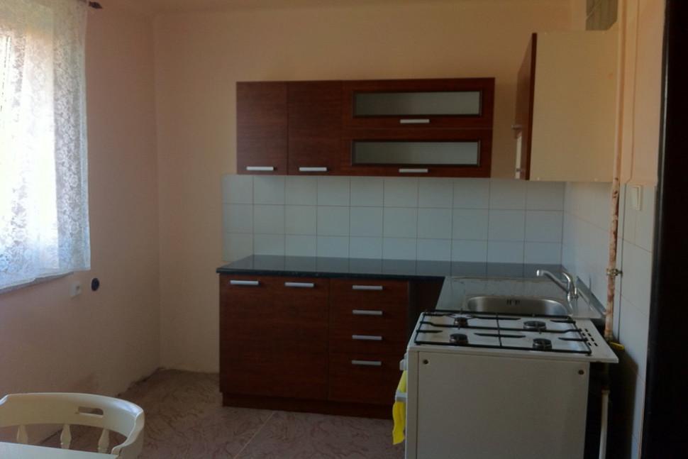 kuchyň před úpravou proájme bytu v pardubicích