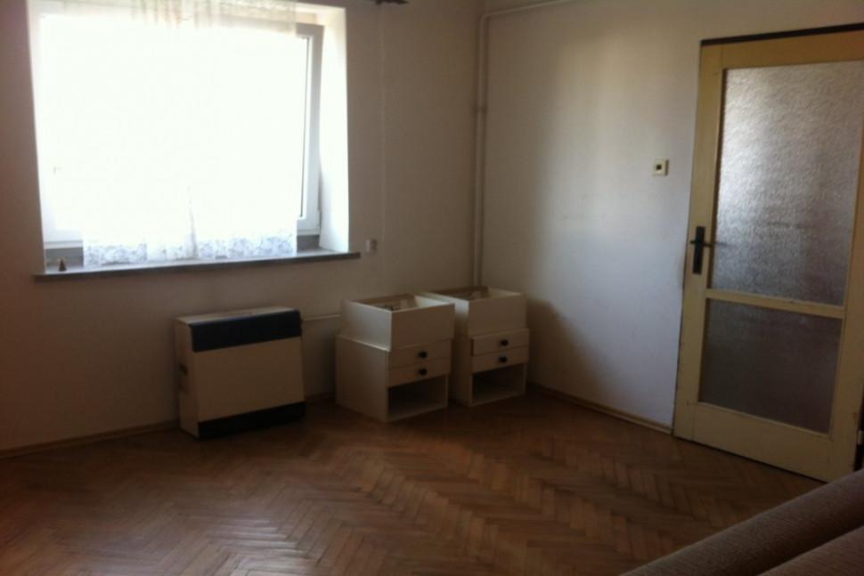 obývací pokoj před úpravou pronájem bytu realitní kancelář pardubice